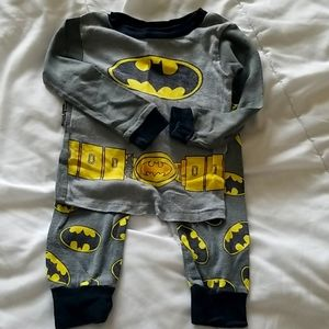 Boy's batman pajamas size 3T longsleave shirt and